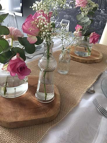 Baumscheiben als Tischdekoration