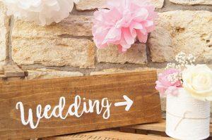 Holzschild, Hochzeitsschild,Wegweiser Hochzeit,Tischdeko, Dekoverleih Mainz, Simply Pretty Mainz, Hochzeitsverleih Mainz, Vintagehochzeit, Hochzeitsdekoration; Weddingsign