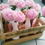 Weinflaschen, Kupferflaschen, Goldflaschen Tischdeko, Dekoverleih Mainz, Simply Pretty Mainz, Hochzeitsverleih Mainz, Vintagehochzeit, Hochzeitsdekoration; Rosegoldflaschen